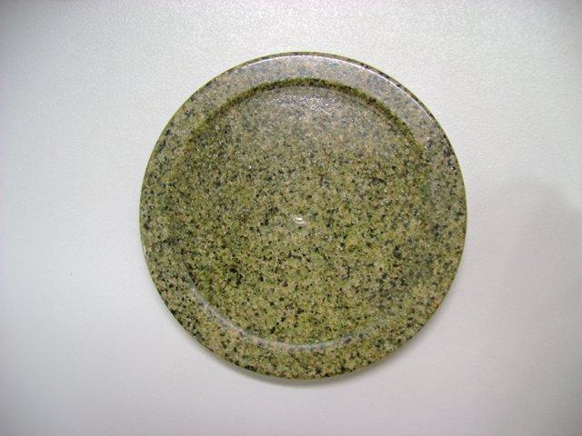 Искусственный камнень из акриловой смолы и наполнителя